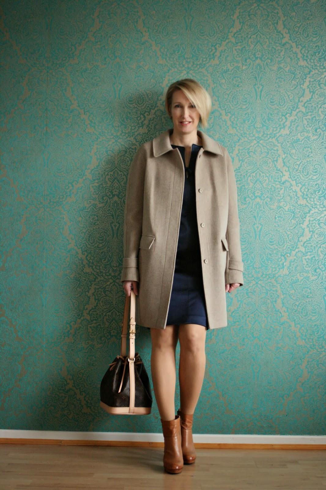 Neuer Mantel im Schrank/Fashion ID