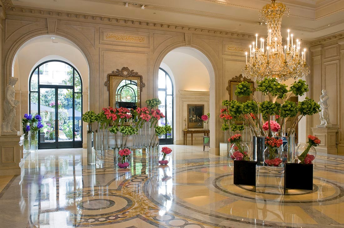 Passion for luxury george v four seasons paris for Luxury hotels paris france
