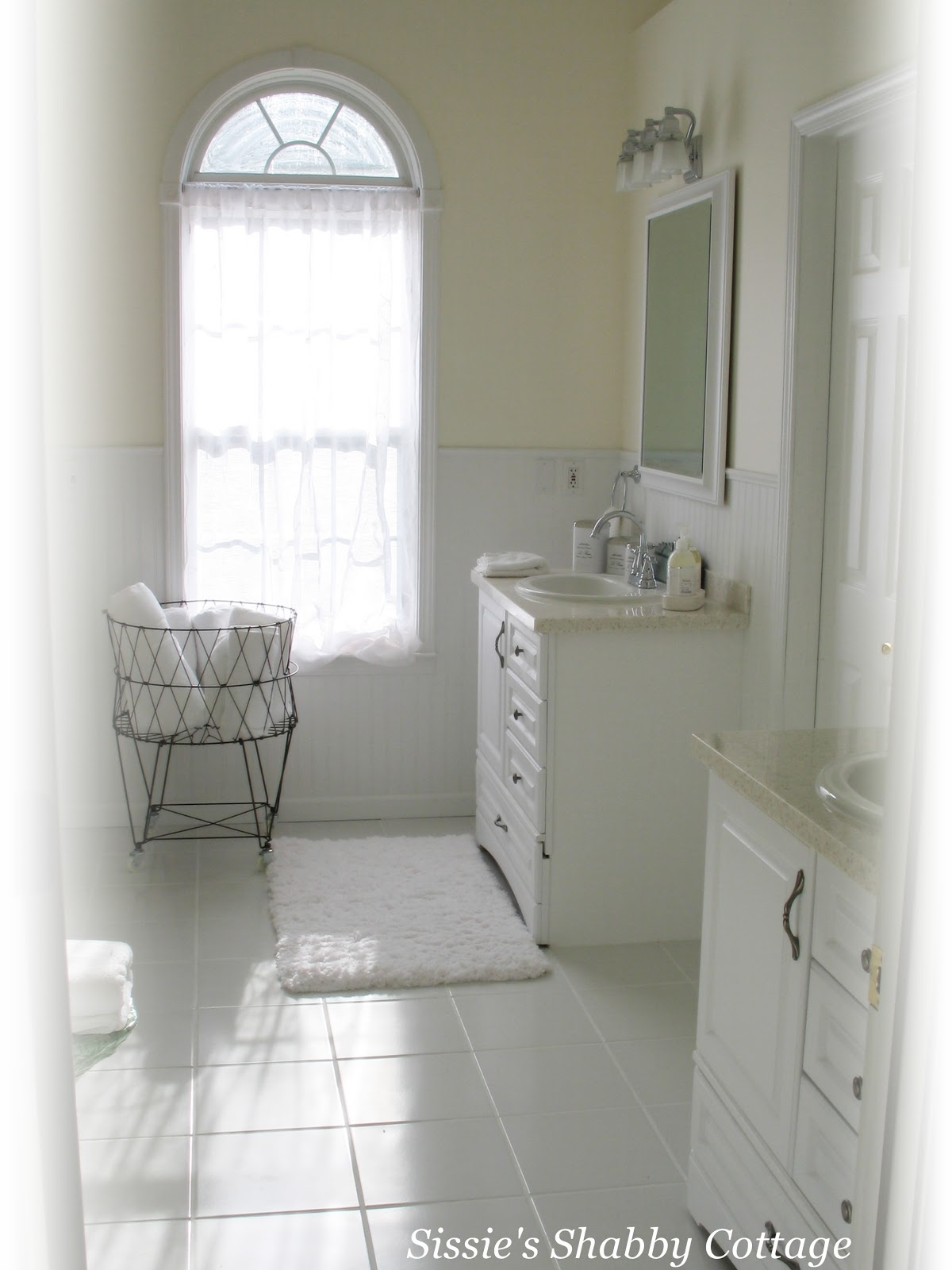 Sissie 39 s shabby cottage bathroom remodel before and after for Cottage bathroom ideas renovate