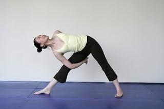 Los ejercicios físicos para sheynogo del departamento de la columna vertebral a la hernia del vídeo