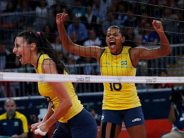 O Brasil virou para cima da Rússia e se classificou para as semifinais do torneio feminino de vôlei. As nossas meninas enfrentam agora as japonesas. VALEU, BRASIL!