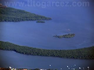 Vista aérea da Crôa do Goré, no rio Vaza-Barris, em Aracaju - Sergipe