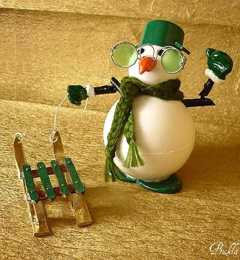 Снеговичок с санками - поделки и самоделки своими руками