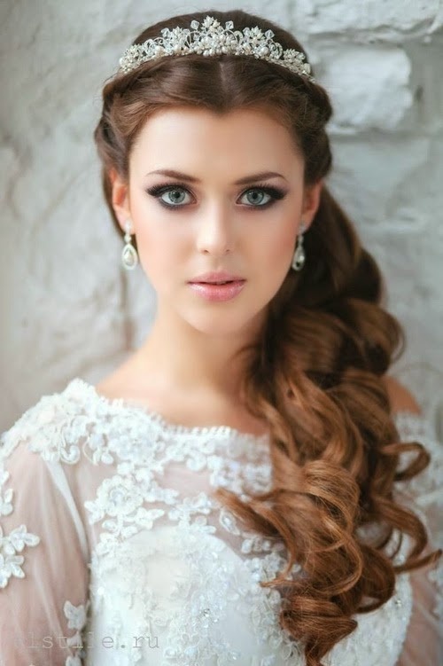 1,long,curly,hairstyle,with,a,tiara