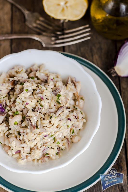 Sałatka z makrelą i makaronem przepis