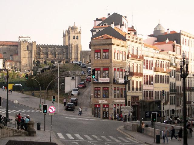 Avenida Dom Afonso Henriques junto a la estación de San Bento