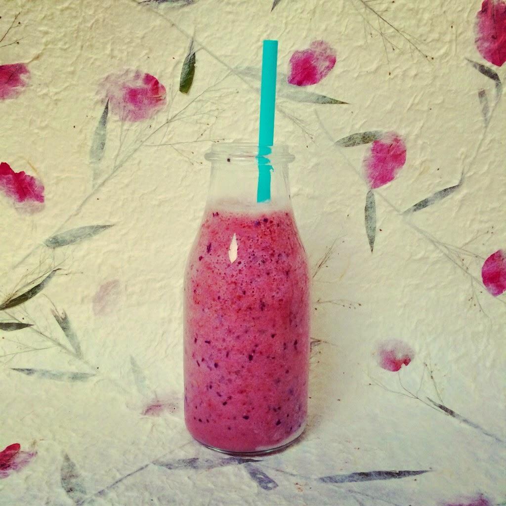 banana strawberries almond milk baobab powder bluberries