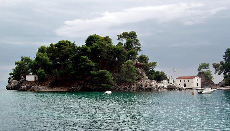 Panagia-Insel in der Bucht von Parga im Westen Griechenlands