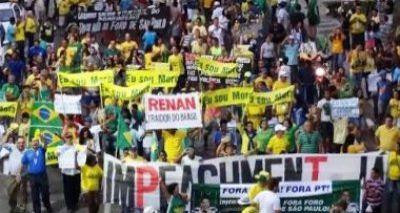 2,5 mil protestam contra governo Dilma em Feira de Santana neste domingo
