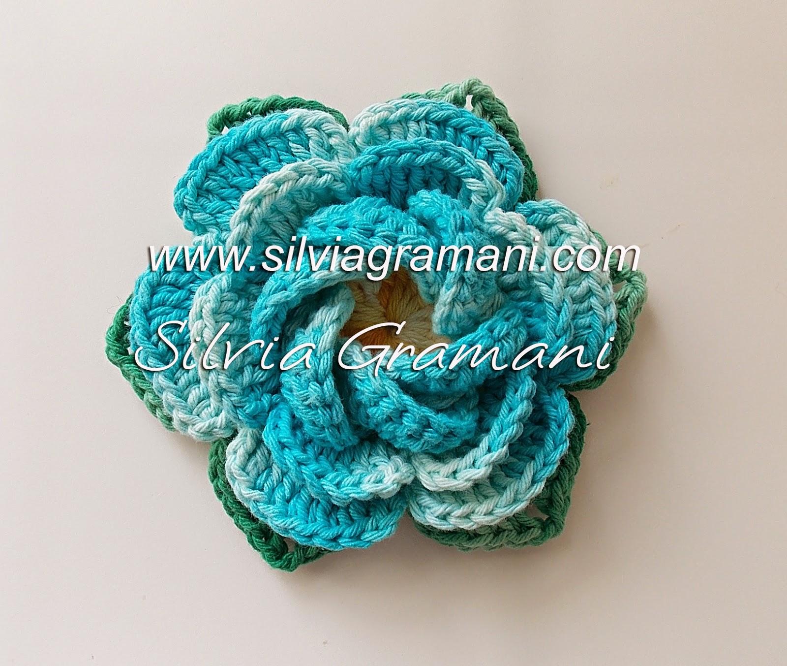 flor azul de croche de barbante