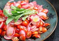 Salada de Rabanete, Tomate-Cereja, Rúcula Baby e Cebola Roxa (vegana)