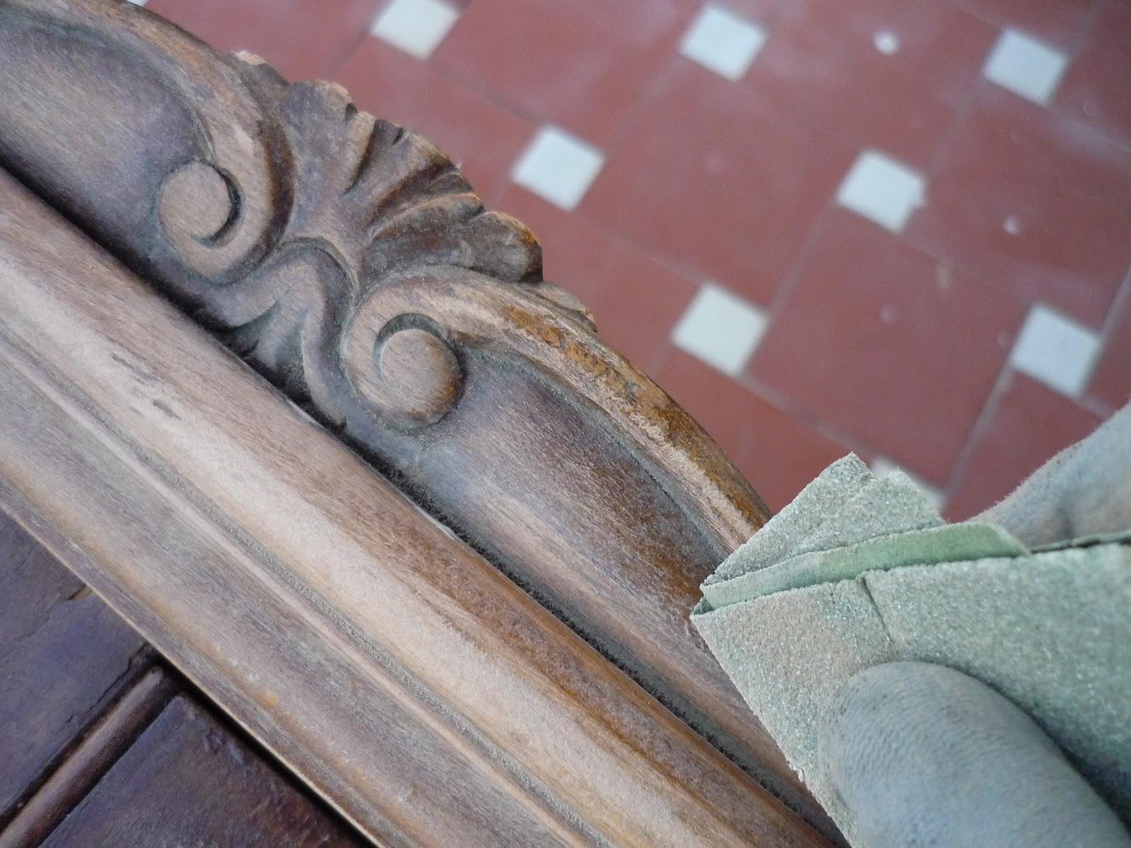 decoracion de madera Limpiar el mueble con talla o grabado
