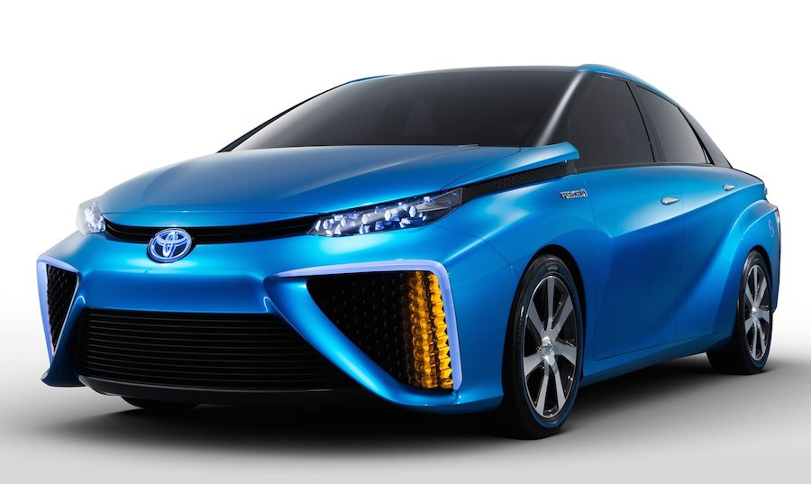 トヨタ自動車が世界初の燃料電池車を年内にも市販化へ