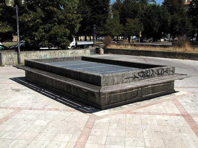 Bench, piazza Attias, Livorno