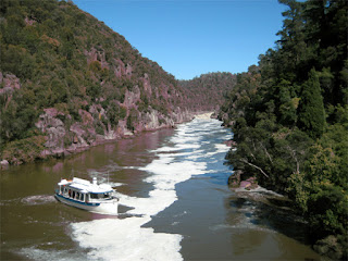 FERRY CRUISE ALONG CATARACT GORGE TASMANIA