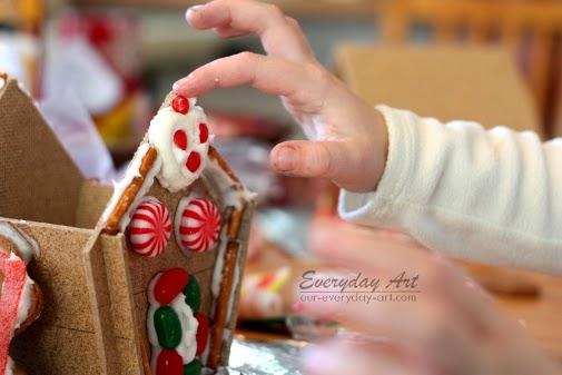 http://www.our-everyday-art.com/2014/12/diy-wood-gingerbread-houses.html