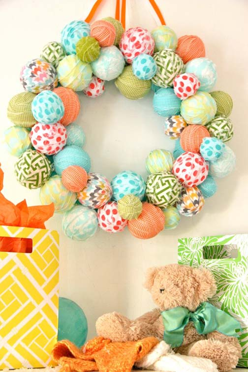 Quick and Easy Easter Egg Wreath. Click for 40 more #DIY #Wreath Ideas