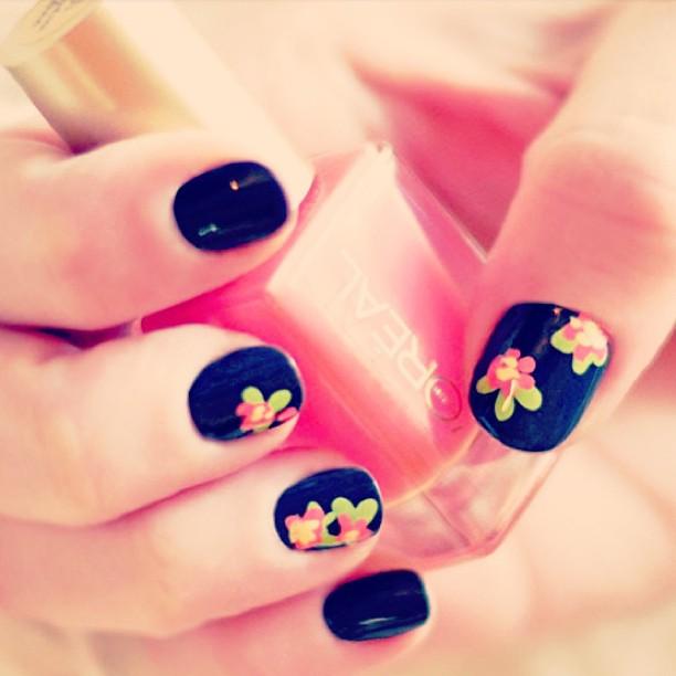DIY flower nail art