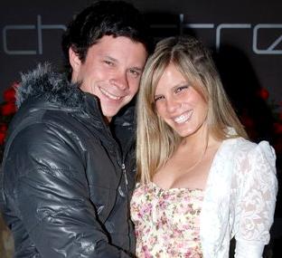 Alejandra Baigorria y Mario Hart posando muy felices