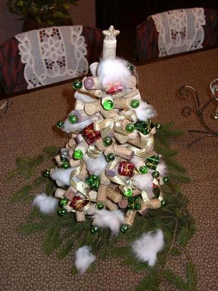 Arboles De Navidad Hechos Con Corcho Curiosas Ideas - Arbol-de-navidad-con-vasos-de-plastico