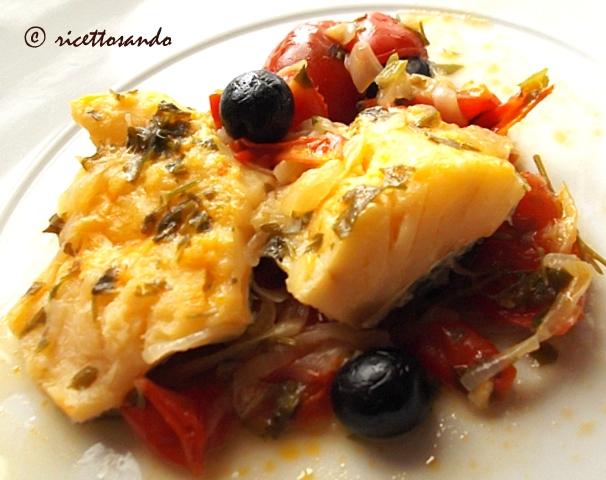 Baccalà in guazzetto ricetta di pesce in salsa di pomodoro e olive