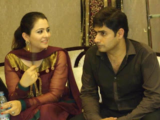 Abrar ul Haq with his beautiful wife In Tv show - Pakistan celebrities
