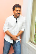 Karthi at Oopiri Pressmeet-thumbnail-4
