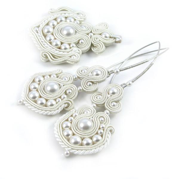 Komplet ślubny sutasz z perłami; kolczyki i wisiorek