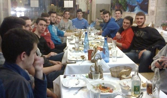 Γεύμα της διοίκησης της ΕΚ Σταυρούπολη στους αθλητές του εφηβικού τμήματος-Φωτορεπορτάζ