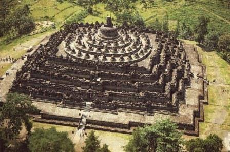 Candi Borobudur : Keajaiban dunia yang bernilai sejarah tinggi