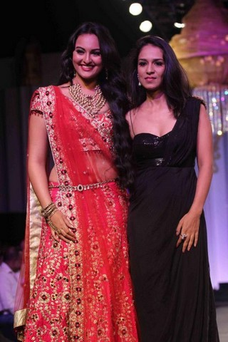Sonakshi in Saree with heavy jewelry