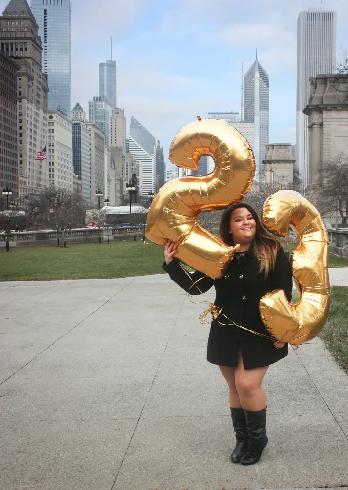 Fatshion Fashion Blogger Fat Girl Happy Birthday Gold Number Balloons