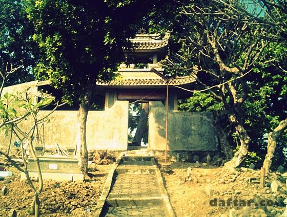 Makam Sunan Kuning