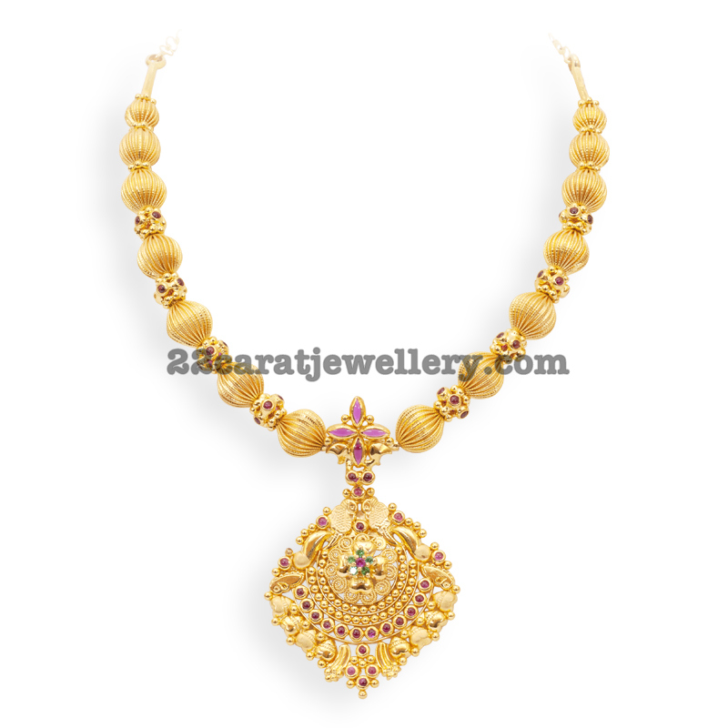 Beaded Gold Short Traditional Necklace - Jewellery Designs