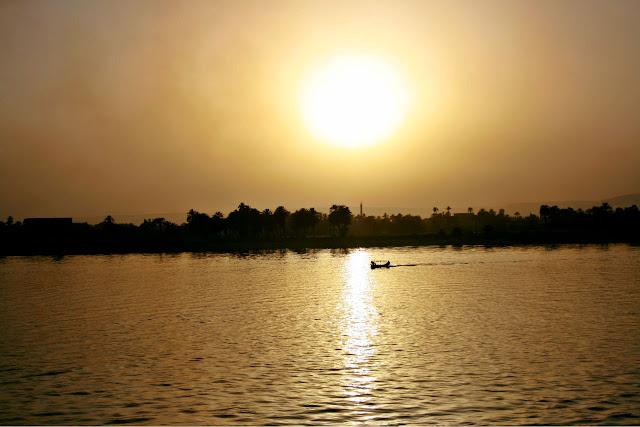 crucero por el Nilo en Egipto, puesta de sol