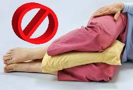 Graphic of no pillow between knees