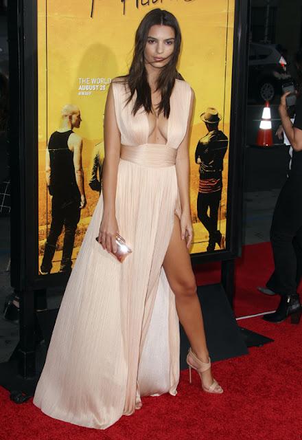 Emily Ratajkowski trong bộ váy hồng khoét ngực, xẻ cao đùi tại buổi công chiếu phim We Are Your Friends mới đây.
