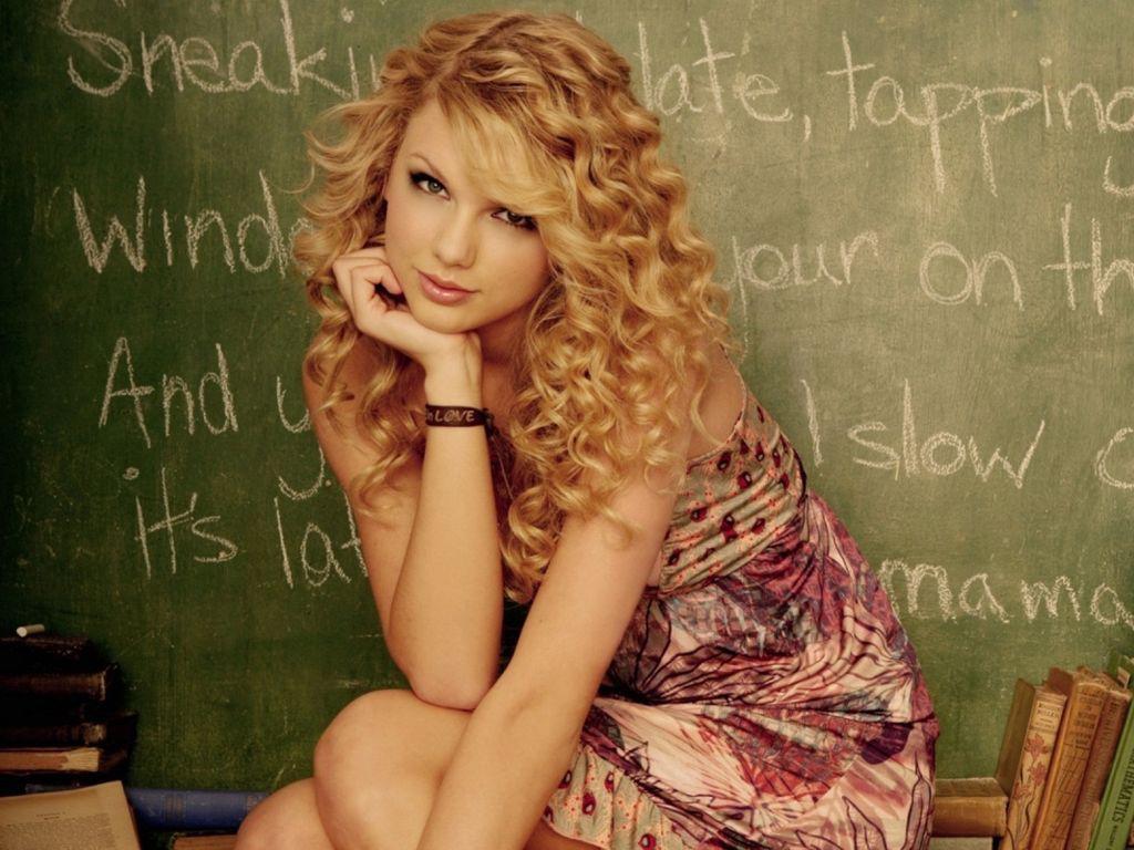 http://4.bp.blogspot.com/-BcqEG4PMPf4/Tra2Gy56y4I/AAAAAAAAAug/8a1Y6yfN4ig/s1600/taylor-swift-hairstyles.jpg