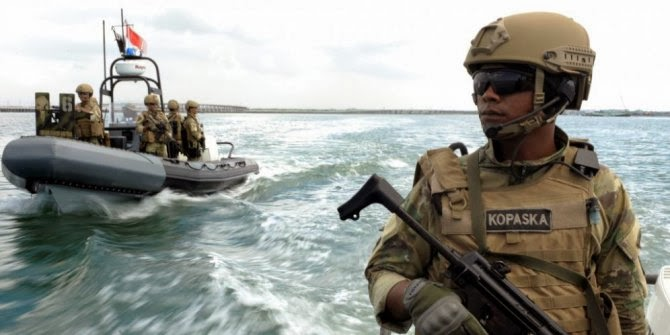 Kopaska ajari Navy Seals bikin jebakan dari akar pohon