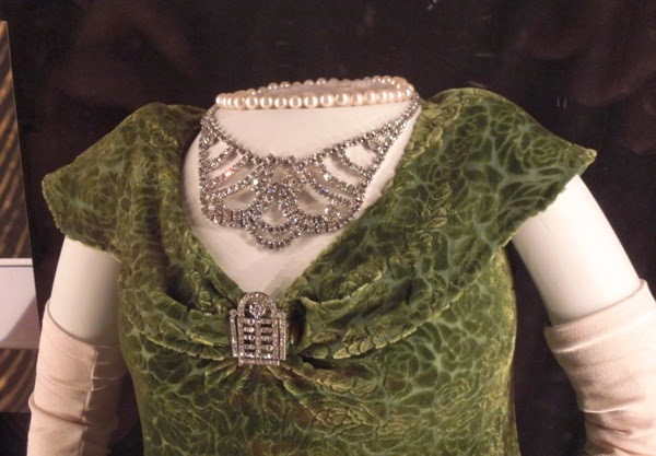 Miss Piggy Dublin costume necklace Muppets Most Wanted