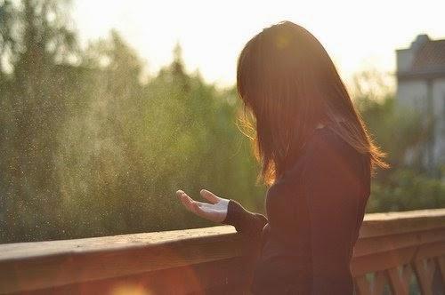 Tình Yêu Em sẽ gói thật chặt, nhét thật sâu, và lặng lẽ bước qua nỗi đau