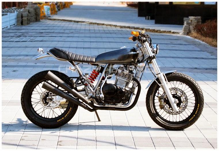 Racing Caf U00e8  Honda Xr 600r By Crazy Garage