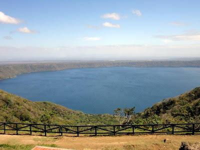 hiking Laguna de Apoyo