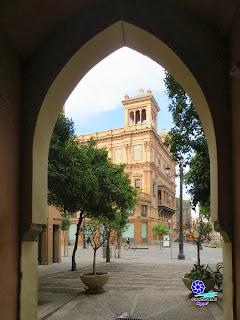 Sevilla - Edificio Coliseo desde el Postigo de Abd-el-Aziz