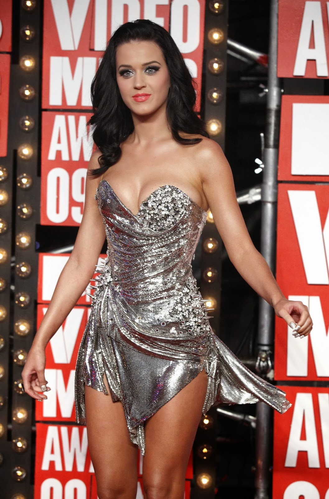 Celebrity adore katy perry all dressed up in a silver dress cleavage