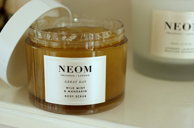 NEOM Wild Mint & Mandarin Body Scrub