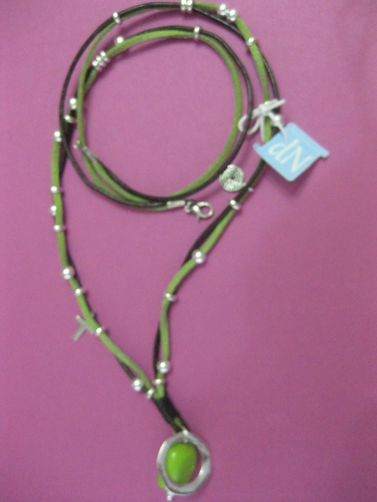 Las ideas de nuria collar largo de cuero y antelina con murano verde - Collares de cuero ...