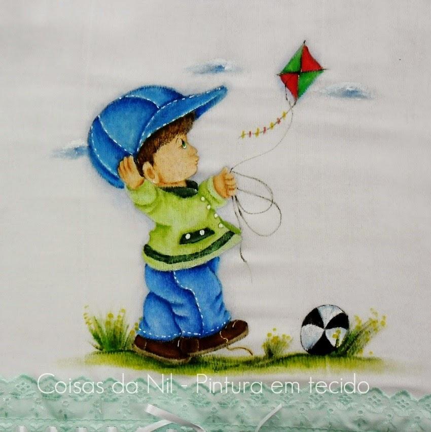 pintura em tecido fralda manta com menino soltando pipa colorida