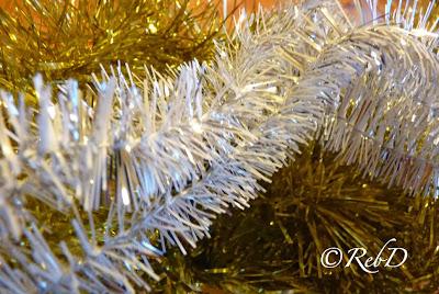 julgransglitter i vitt och guld. foto: Reb Dutius