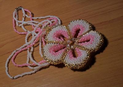 Плетение бисером цветочка